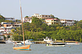 Blick auf Boote vor der Hafenstadt Fajardo, Puerto Rico, Karibik, Amerika
