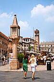 Piazza Erbe, Verona, Venetien, Italien