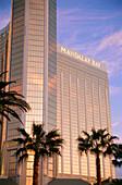 Außenansicht des Hotel Mandalay Bay, Las Vegas, Nevada, USA, Amerika