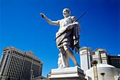 Statue und Außenansicht des Hotel und Casino Cesar's Palace, Las Vegas, Nevada, USA, Amerika