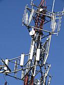 Antenne, Antennen, Aussen, Außen, Blau, Blauer Himmel, Detail, Details, Energie, Farbe, Himmel, Industrie, Industriell, Kommunikation, Komplex, Konzept, Konzepte, Kraft, Struktur, Tageszeit, Telekommunikation, Vertikal, Vielschichtig, Vielschichtigkeit,
