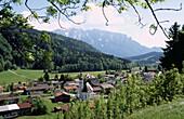 Sachrang with the Kaiser mountain range, Bavaria, Germany