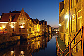 Altstadt von Gent bei Nacht, Spiegelung im Wasser, Flandern, Belgien