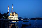 Ortakoey Camii, Bosporus, Istanbul, Turkey