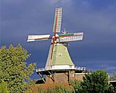 Windmill in dark clouds. Twielenfleth (Lühe, Luehe), Altes Land. Lower Saxony, Germany