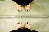 Adult, Adults, Anonymous, Barefeet, Barefoot, Close up, Close-up, Closeup, Color, Colour, Contemporary, Detail, Details, Feet, Foot, Horizontal, Human, Indoor, Indoors, Interior, Mirror, Mirror image, Mirror images, Mirrors, One, One person, People, Pers
