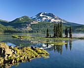 Sparks Lake and S. Sister. Deschutes National Forest. Century Dirve. Bend. Oregon. USA