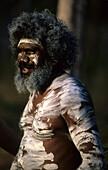 Traditionell bemalter Aboriginal beim Garma Festival im Arnhem Land, Australien