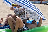 German Tourists Drinking Beer and Reading Bild Zeitung, El Arenal, Playa de Palma, Mallorca, Balearic Islands, Spain