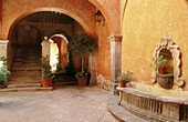 Arch, Arches, Architecture, Building, Buildings, Color, Colour, Courtyard, Courtyards, Daytime, Exterior, Horizontal, Lobbies, Lobby, Nobody, Outdoor, Outdoors, Outside, Patio, Patios, Yard, Yards, N36-408633, agefotostock