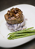 Aliment, Aliments, Close up, Close-up, Closeup, Color, Colour, Cooked, Cuisine, Dish, Dishes, Food, Foodstuff, Gastronomy, Indoor, Indoors, Interior, Meat, Nourishment, Plate, Plates, Ready, Restaurant, Still life, N86-587186, agefotostock