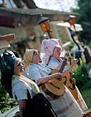Spreewald musicians Die Luutchen playing for tourists, folklore, here at Café Venedig in the village of Lehde, Upper Spreewald, biosphere reservat, Spreewald, Brandenburg, Germany