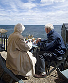 ouples, Daytime, Exterior, Female, Gray-haired, Grey-haired, Holiday, Holidays, Human, Leisure, Lifes