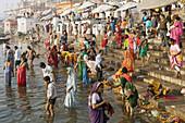 Uttar Pradesh, Benares City, Bathing at the river Gange. Dasaswamedh Ghat. India .