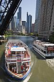 CHICAGO RIVER LOOP, CHICAGO, ILLINOIS, USA