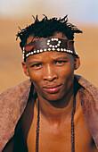 ¡Kung bushman, Kalahari Game Reserve. Namibia