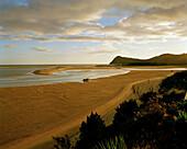 Strand des Awaroa Inlet bei Sonnenuntergang, Abel Tasman Nationalpark, Nordküste, Südinsel, Neuseeland
