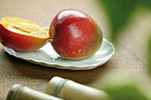 Aliment, Aliments, Close up, Close-up, Closeup, Color, Colour, Concept, Concepts, Dish, Dishes, Food, Fruit, Fruits, Half, Halves, Healthy, Healthy food, Horizontal, Indoor, Indoors, Inside, Interior, Mango, Mangoes, Nourishment, Object, Objects, Plate, P
