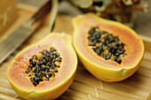 Aliment, Aliments, Close up, Close-up, Closeup, Color, Colour, Concept, Concepts, Food, Fruit, Fruits, Half, Halves, Healthy, Healthy food, Horizontal, Indoor, Indoors, Inside, Interior, Nourishment, One, Papaya, Papayas, Pawpaw, Pawpaws, Selective focus,