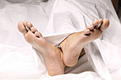 Barefeet, Barefoot, Bedroom, Bedrooms, Body, Body part, Body parts, Caucasian, Caucasians, Chill out, Chilling out, Close up, Close-up, Closeup, Color, Colour, Comfort, Comfortable, Concept, Concepts, Contemporary, Cross feet, Crossing feet, Detail, Detai
