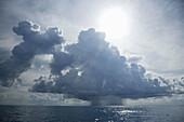 Atmosphäre, Aussen, Blau, Darüber hinaus, Draussen, Farbe, Geräuschlosigkeit, Himmel, Horizont, Horizonte, Landschaft, Landschaften, Meer, Natur, Ruhe, Ruhig, Seelandschaft, Seelandschaften, Sonne, Sonnenlicht, Still, Tageszeit, Unendlich, Weiß, Wetter, W