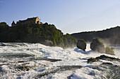 Rheinfall, der grösste Wasserfall Europas, und Schloss Laufen, Laufen-Uhwiesen, Kanton Zürich, Schweiz