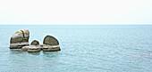 Aussen, Blau, Draussen, Farbe, Fels, Felsen, Geräuschlosigkeit, Horizont, Horizonte, Konzept, Konzepte, Landschaft, Landschaften, Meer, Natur, Riff, Riffe, Ruhe, Ruhig, Seelandschaft, Seelandschaften, Still, Stille, Tageszeit, Wasser, J87-674413, agefotos