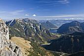 Blick von der Montscheinspitze auf Rofan und Achensee, Karwendel, Tirol, Österreich