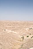 Menschenleere Wüste unter blauem Himmel, Hammamet, Gouvernorat Nabeul, Tunesien, Afrika
