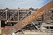 Abriss und Rückbau des Palast der Republik, 2006, Graffitti Stehen Lassen, Stahlkonstruktion, Berlin