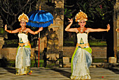 Dancers dancing Legong dance at Matahari Hotel, Pemuteran, North Bali, Indonesia, Asia
