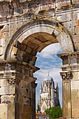 Triumphal arch of Germanicus with St. Pierre Cathedral, The Way of St. James, Road to Santiago, Via Turonensis, Chemins de St. Jacques, Saintes, Dept. Charente-Maritime, Région Poitou-Charente, France, Europe