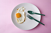 Close up, Close-up, Closeup, Color, Colour, Concept, Concepts, Cutlery, Dish, Dishes, Food, Foodstuff, Fork, Forks, Fried egg, Fried eggs, High above, Indoor, Indoors, Interior, Lunch, Lunches, Meal, Meals, Nourishment, Plastic, Plate, Plates, Spoon, Spoo