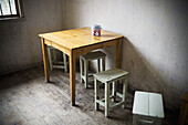 Austere, Austerity, Color, Colour, Concept, Concepts, Corner, Corners, Furniture, indoor, indoors, interior, Nobody, Room, Rooms, Stool, Stools, Table, Tables, Wood, Wooden, L60-713256, agefotostock