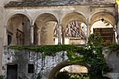 Historisches Gebäude mit Arkaden, Eppan an der Weinstrasse, Bozen, Südtirol, Italien, Europa