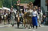 Procession through the town, Tournament, Oswald von Wolkenstein Ritt, Event 2005, Siusi allo Sciliar, South Tyrol, Italy
