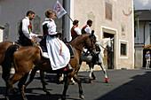 Procession through the town, Tournament, Oswald von Wolkenstein Ritt, Event 2005, South Tyrol, Italy