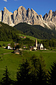 Village of Villnoess with St. Magdalena church, Geislerspsitzen of the Geisler Mountain Range in the background, Villnoess Valley, Dolomites, South Tyrol, Italy