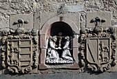 El Tránsito convent. Detalle de los diferentes escudos heraldicos sobre el portico. Siglo XVI. Zamora. Castilla-León. Spain.
