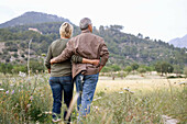 Adult, Adults, back view, Blue jean, Blue jeans, Calm, Calmness, Caucasian, Caucasians, Color, Colour, Contemporary, Country, Countryside, couple, couples, Daytime, Denim, exterior, female, Full body, Full length, Full-body, Full-length, human, Jean, Jean