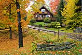 Adirondack, Amerika, Berge, Farbe, Herbst, Jahreszeit, Länder, Landhaus, Laub, Plätze der Welt, Ruhig, See, Staat, USA, Vereinigte Staaten, Wald, Wälder, K71-820014, agefotostock