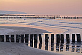Germany, Mecklenburg-Western Pomerania, Warnemünde, the beach in wintertime