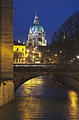 View over the river Leine to the New Town Hall, on the left the Leine palace, today the house of Parliament for the Lower Saxony government, Hannover, Lower Saxony, Germany