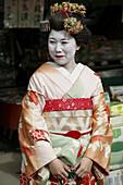 Japan, Kansai, Kyoto, woman in kimono