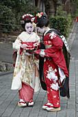Japan, Kansai, Kyoto, women in kimono