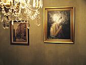 Antique, Color, Colour, Concept, Concepts, Decoration, detail, details, Frame, Frames, headshot, headshots, indoor, indoors, interior, Interior decoration, Interior design, Lamp, Lamps, Light, Painting, Paintings, Pair, portrait, portraits, Reflection, Re