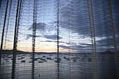 Aussen, Boot, Boote, Draussen, Durchsichtig, Farbe, Hängen, Hängend, Hängende, Himmel, Horizont, Horizonte, Landschaft, Landschaften, Leicht, lichtdurchlässig, Meer, Natur, Sonnenaufgang, Sonnenaufgänge, Tageszeit, Wolke, Wolken, N71-764919, agefotostock