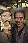 Sculptor. Tana Toraja land, Sulawesi, Indonesia