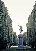 Avenue, Avenues, cities, city, Color, Colour, Daytime, Equestrian monument, Equestrian monuments, Equestrian Statue, Equestrian Statues, Europe, exterior, France, outdoor, outdoors, outside, Paris, Sculpture, Statue, Statues, tree, trees, World locations,