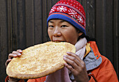 Asian, Asians, Bread, China, Chinese, Chinese food, Color, Colour, Food, Qinghai, Retail, Retailing, Shop, Shops, Snack, Snacks, Stall, Stalls, Store, Stores, Tradition, Xining, U12-810224, agefotostock